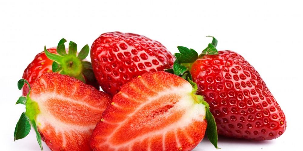Fruchtpflege, als hausgemachte Kosmetikprodukte aus Erdbeeren